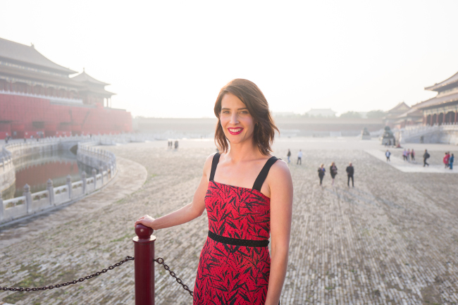 jr2_13_cobie-smulders-visits-the-forbidden-city_beijing_china_lucian-capellaro_getty-image
