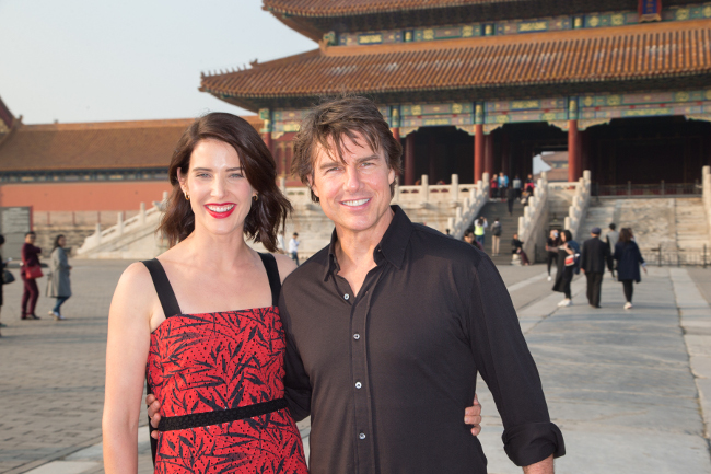 jr2_19_cobie-smulders_tom-cruise_forbidden-city_beijing_china_lucian-capellaro